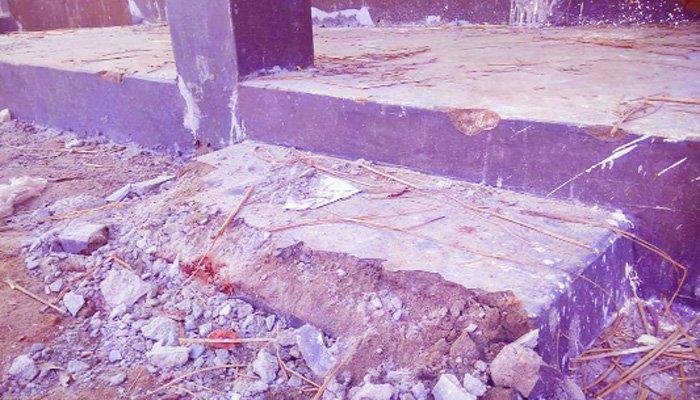 মাস না পেরোতেই গাইবান্ধায় সরকারের আশ্রয়ণ প্রকল্পের ঘরে ফাটল